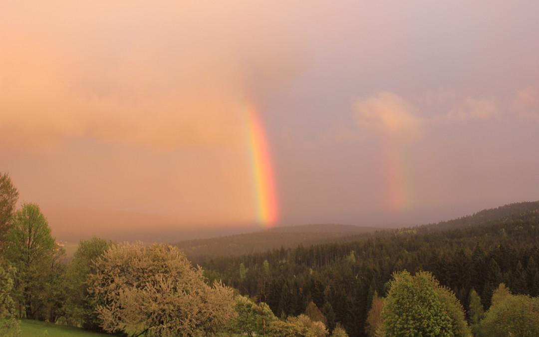 Regenbögen über dem Bayerischen Wald