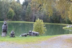 Bärenpfad Neuschönau Badesee Holzbären